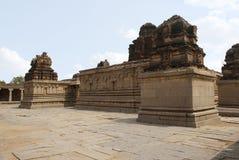 Amman świątynia na lewicie główny sanctum w centre i Subrahmanya świątynia na lewej stronie, Krishna świątynia, Hampi, Karna obrazy royalty free