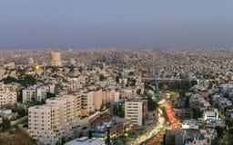 Amman góra i abdoun most z ruchu drogowego dżemem przy wieczór Obraz Royalty Free