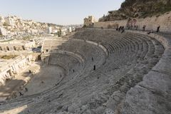 Amman, Jordânia, o 22 de dezembro de 2015, anfiteatro romano antigo Imagem de Stock