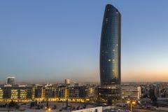 Amman Jordanien - Oktober 01, 2016: solnedgång på det Rotana hotellet på abdaliområde Amman, Jordanien på Oktober 01, 2016 Royaltyfri Bild