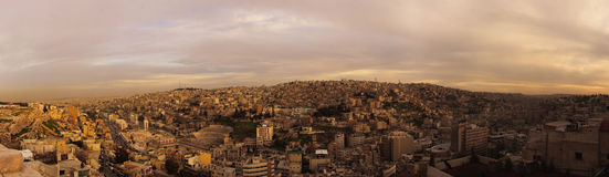 Amman, `romano del Amphitheatre y de Dzhebel-l-Qal al área Imagenes de archivo