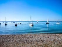 Ammersee bavarois avec des bateaux sur le lac Photographie stock