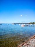 Ammersee bavarois avec des bateaux sur le lac Image libre de droits