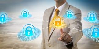 Amministratore Accessing Data Secured dal perimetro immagini stock
