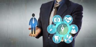 Amministratore Presenting Monitoring App di assicurazione immagine stock libera da diritti