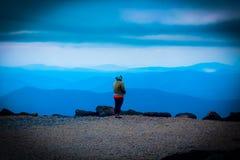 Ammirazione della bellezza della montagna fotografia stock libera da diritti