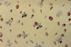 Ammorbidica il documento giallo del gelso con il fiore Immagini Stock