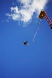 Ammortizzatore ausiliario che salta da una gru Fotografia Stock Libera da Diritti