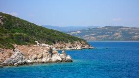 AMMOULIANI CHALKIDIKI, GREKLAND - JULI 27, 2012: Panoramautsikt till den Ammouliani ön, Athos, Chalkidiki, Grekland Fotografering för Bildbyråer