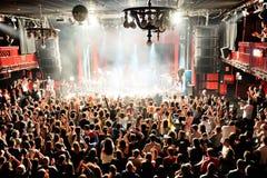 Ammucchi al concerto di fandango del combustibile (banda elettronica, della musica funky, di fusione e di flamenco) a Apolo (sede Immagine Stock Libera da Diritti