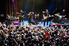 Ammucchi al concerto di fandango del combustibile (banda elettronica, della musica funky, di fusione e di flamenco) a Apolo (sede Fotografia Stock Libera da Diritti