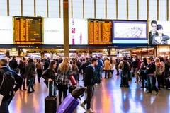 Ammucchi alla stazione ferroviaria principale, estremità, a Roma, l'Italia Fotografia Stock