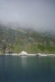 Aménagez en parc avec le brouillard au-dessus du lac eye, les sept lacs Rila Photo libre de droits