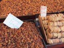 Amêndoas, sultanas e figos secados, mercados de Atenas Foto de Stock