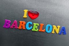 Amo Barcelona explicada usando los imanes coloreados del refrigerador Imagen de archivo libre de regalías