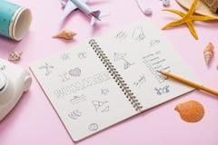 Amo el verano escrito en el cuaderno de la pluma Concepto del día de fiesta de las vacaciones imagen de archivo