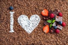 Amo il cioccolato con frutta fresca Immagine Stock