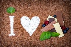 Amo il cioccolato con frutta fresca Fotografie Stock Libere da Diritti