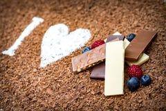 Amo il cioccolato con frutta fresca Immagini Stock