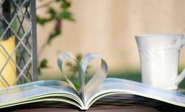 Amo leggere e caffè fotografia stock libera da diritti