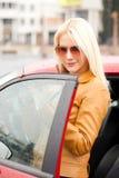 Amo mi nuevo coche rojo Imagen de archivo libre de regalías