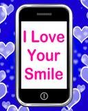 Amo su sonrisa en los medios del teléfono felices Imagenes de archivo