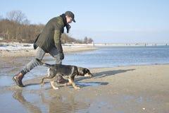 Amo y su perro Fotografía de archivo libre de regalías