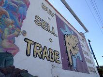 Amoeba η μουσική - αγοράστε, πωλήστε, κάνετε εμπόριο - υπογράφει στον τοίχο στοκ φωτογραφία