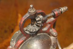 Amoladora de café antigua Gears Fotos de archivo
