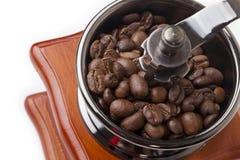 Amoladora de café con granos de café y un inscriptio Imagenes de archivo