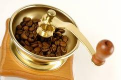 Amoladora de café con los granos de café Imagen de archivo libre de regalías
