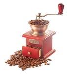 Amoladora de café con los granos de café aislados en el fondo blanco Fotografía de archivo libre de regalías