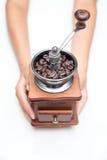 Amoladora de café de la manija On un fondo blanco Fotografía de archivo libre de regalías
