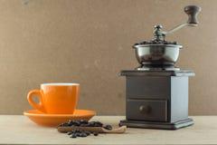 Amoladora de café manual de madera fotografía de archivo