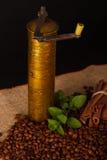 Amoladora de café pasada de moda Imagen de archivo