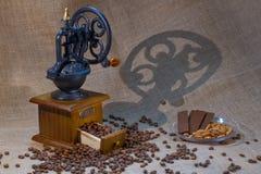 Amoladora de café retra Imagen de archivo libre de regalías