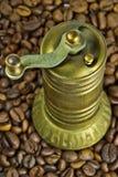 Amoladora de café turco vieja fotografía de archivo libre de regalías