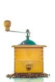 Amoladora de café vieja con las habas Imagen de archivo libre de regalías