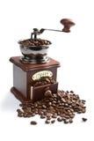Amoladora de café y granos de café asados aislados Foto de archivo libre de regalías
