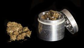 Amoladora de la marijuana y del metal Fotografía de archivo