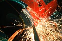 Amoladora y chispas industriales Imagen de archivo libre de regalías