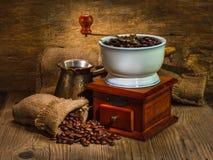 Amoladora y otros accesorios para el café Fotografía de archivo