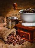 Amoladora y otros accesorios para el café Fotografía de archivo libre de regalías