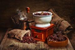 Amoladora y otros accesorios para el café Imagen de archivo libre de regalías