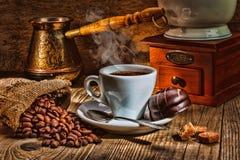 Amoladora y otros accesorios para el café Fotos de archivo
