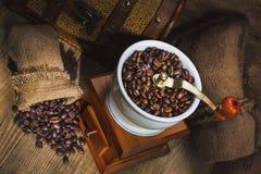 Amoladora y otros accesorios para el café Foto de archivo