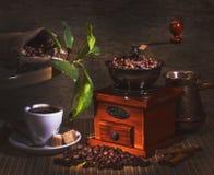 Amoladora y otros accesorios para el café Imágenes de archivo libres de regalías