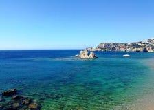 Amoopi strand, Karpathos ö, Grekland royaltyfri bild