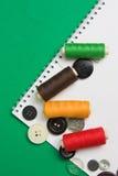 Amorçage avec un pointeau et des boutons Images stock