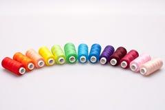 Amorçage coloré pour la couture Photographie stock